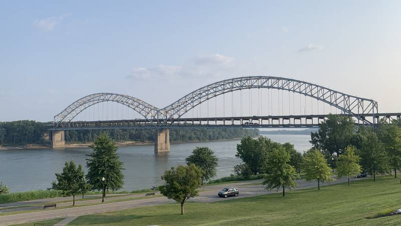 New Albany businesses urge Louisville customers to keep crossing the river during the Sherman...