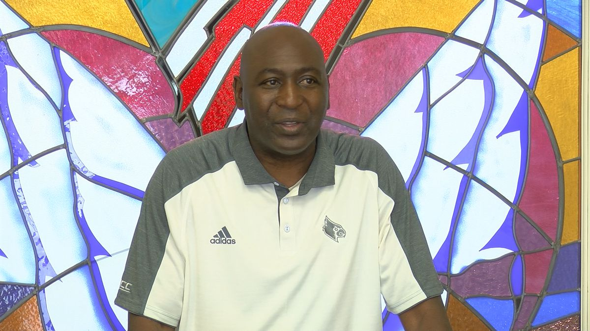 Former UofL player Robbie Valentine to host basketball camp at California Community Center.