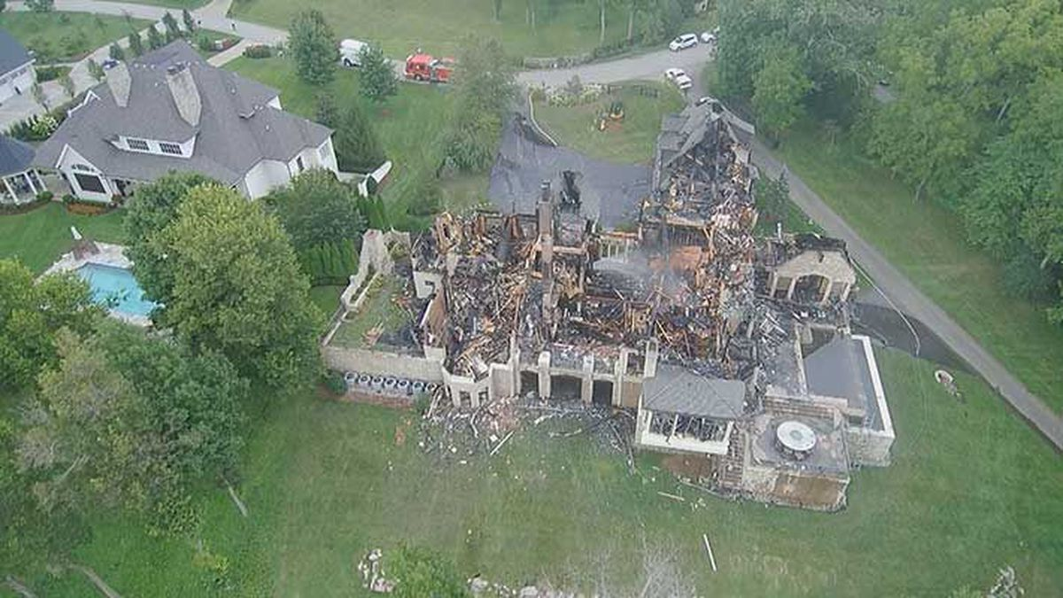 Most of the mansion has collapsed and is clearly a total loss. (Source: Air 3, WAVE 3 News)
