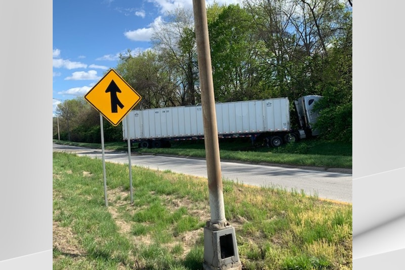 Around 4:30 p.m. Thursday, LMPD traffic unit responded to the single-vehicle accident on I-264...