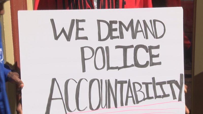 Louisville activists offer community help in filing LMPD complaints