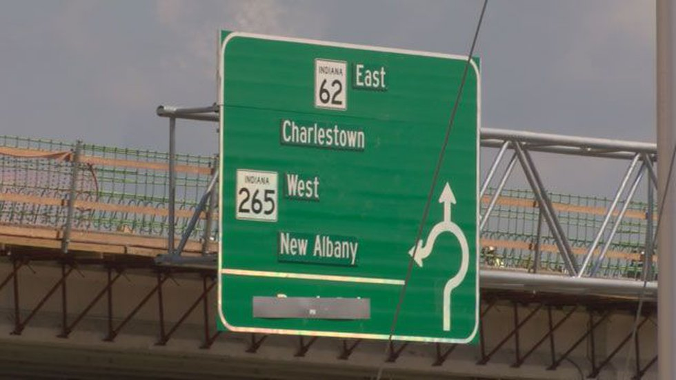 Signs warn drivers about the roundabout. (Source: Dale Mader, WAVE 3 News)