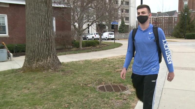 University of Kentucky students walking on campus