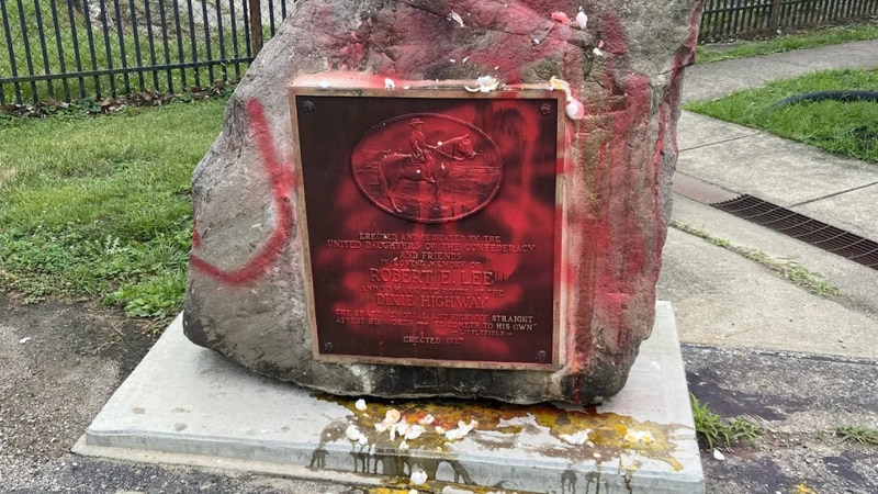 A man vandalized a Robert E. Lee monument in Warren County Sunday.