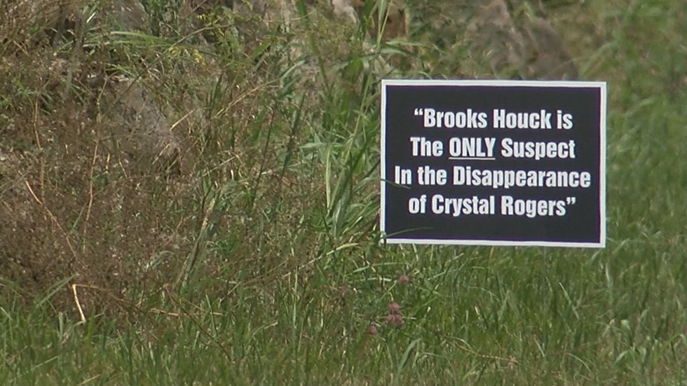 All the signs posted state facts about Crystal Rogers' case. (Source: WAVE 3 News)