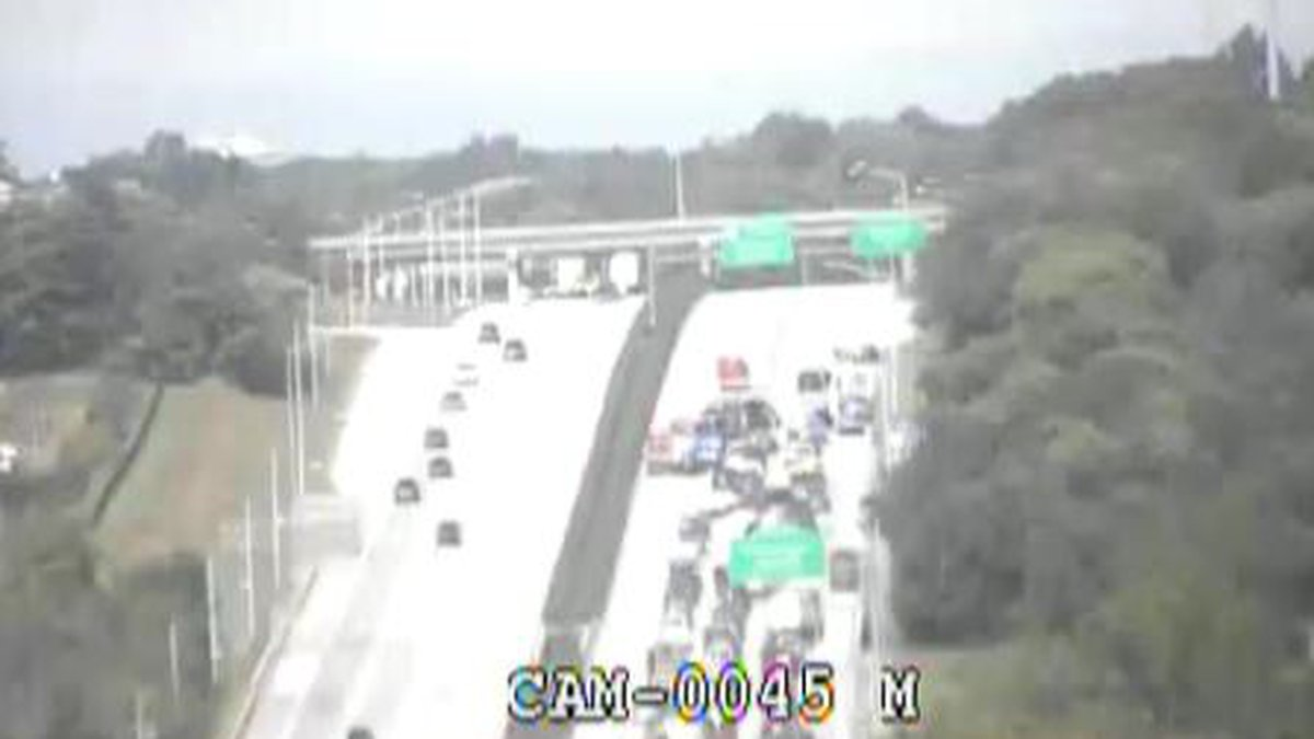 Five vehicles are reportedly involved and there are injuries reported. (Source: TRIMARC)