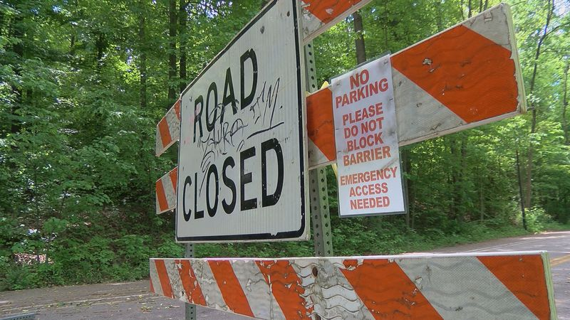 'Restore equal access': Metro council members urge Fischer reopen Rundill Road at Iroquois Park
