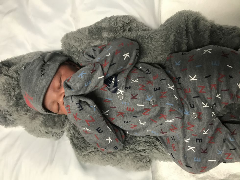 Daris weighed 6 pounds and 10.8 ounces.