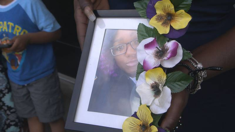 Family of Jessica Jones wants answers from LMPD following wellness check.