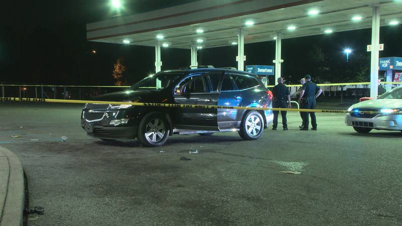 Louisville Metro police taped off the area around a vehicle on the parking lot of Thornton's at...