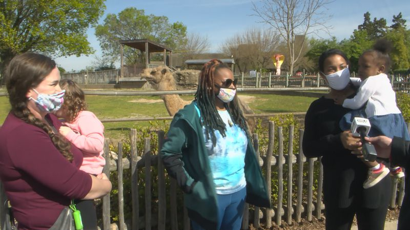 families at Louisville zoo