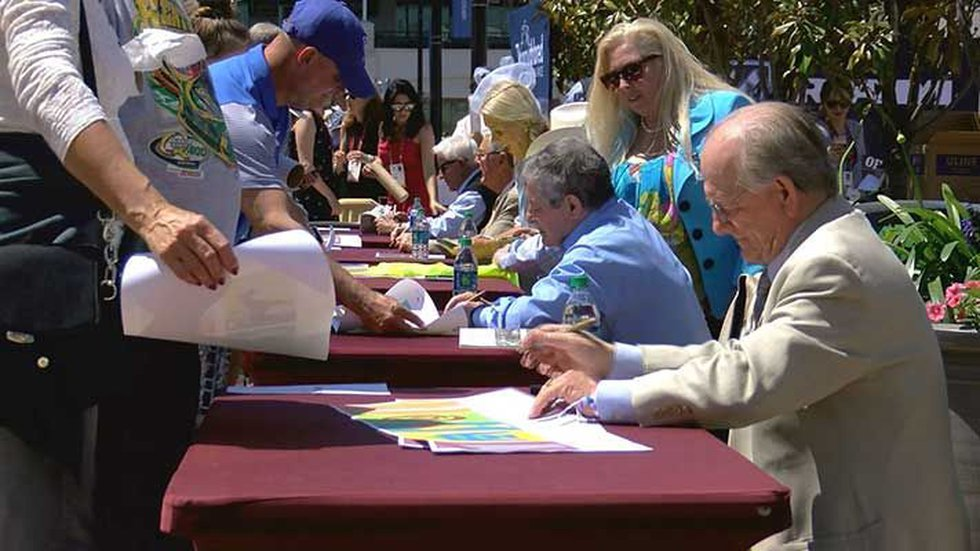 Fans lined up to get their horse racing memorabilia signed by famous jockeys. (Source: WAVE 3...