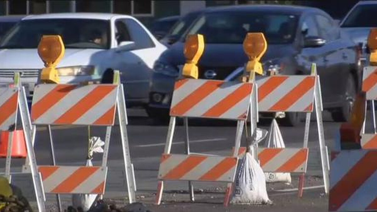 Drivers can expect small traffic detours on the Gene Snyder Freeway Sunday as utility work...