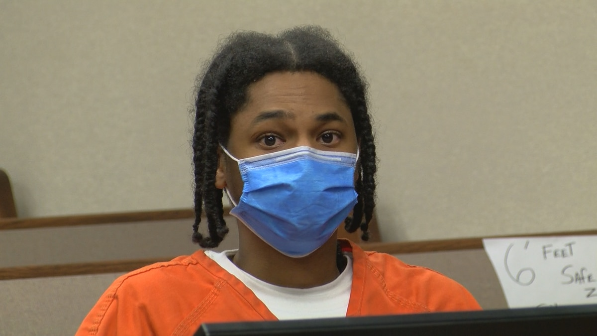 Ronnie O'Bannon, charged with murder, appears in court before Judge Ann Bailey Smith on May 17,...