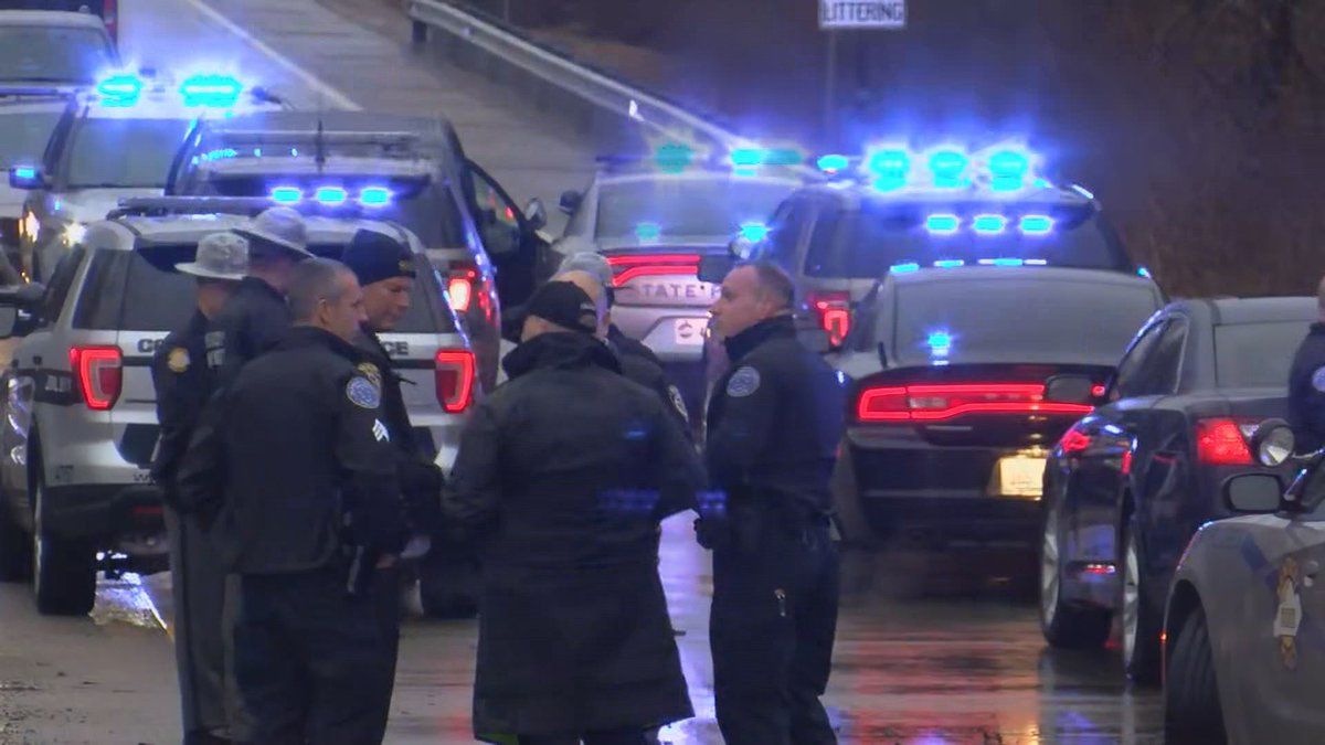 According to KYTC, the ramp is shut down due to an officer involved shooting investigation.