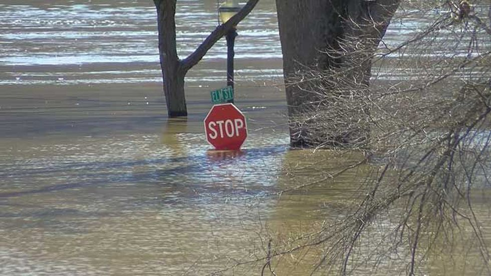 Elm Street runs right into the water in Madison right now. (Source: WAVE 3 News)